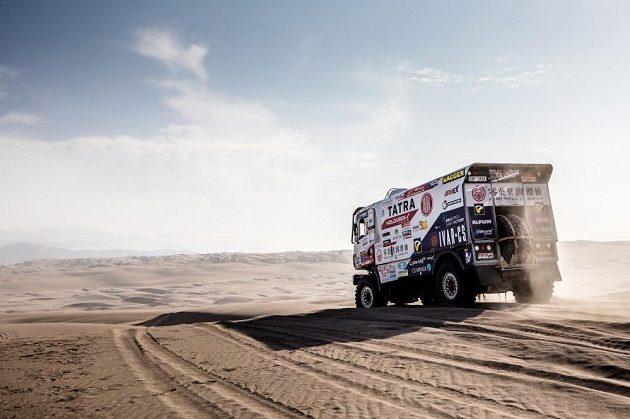 Spektakulární výhled na peruánské písečné duny na pobřeží Pacifiku. Posádky i technika ale dostaly v dunách pořádně zabrat.