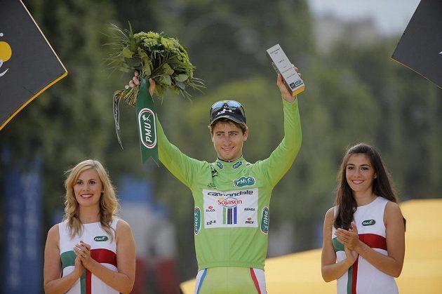 Slovák Peter Sagan se raduje ze zisku zeleného trikotu na Tour de France.