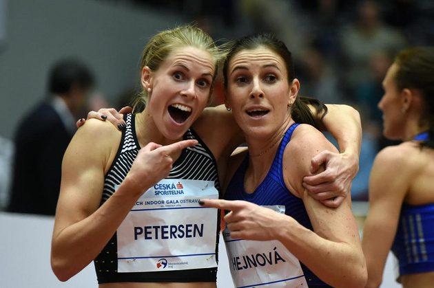 Zuzana Hejnová (vpravo) a Sara Petersenová z Dánska při atletickém mítinku Czech Indoor Gala v Ostravě.