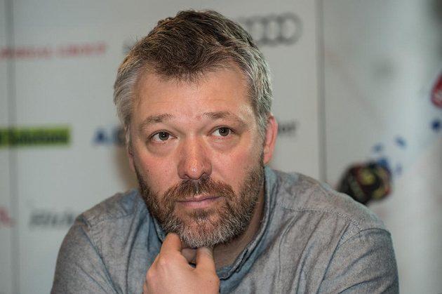 Tomáš Bank během pondělní tiskové konference, na níž jeho bratr Ondřej oznámil konec kariéry.
