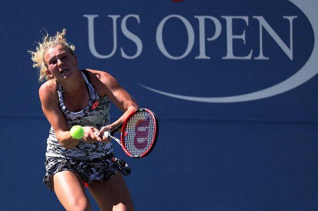 Kateřina Siniaková v zápase s Kanaďankou Eugenií Bouchardovou v prvním kole US Open.