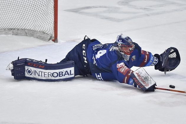 Brankář Plzně Dominik Frodl při utkání s Mladou Boleslaví.