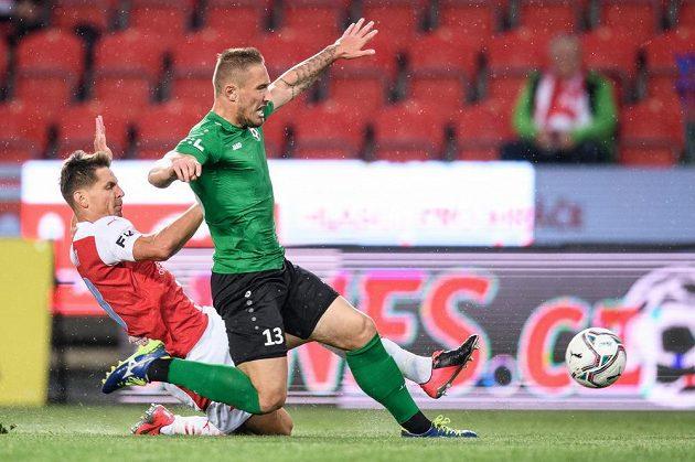 Lukáš Masopust ze Slavie Praha a Mihailo Cmiljanovič z Příbrami během utkání 2. kola Fortuna ligy.