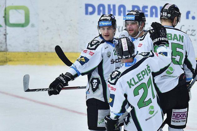Hráči Mladé Boleslavi se radují z druhého gólu proti Hradci Králové. Vlevo autor gólu Radan Lenc.