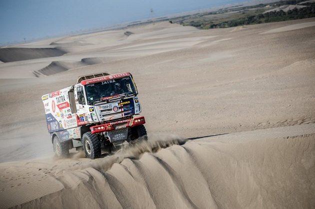 Co se skrývá za hranou? Martin Šoltys na trati Rallye Dakar.
