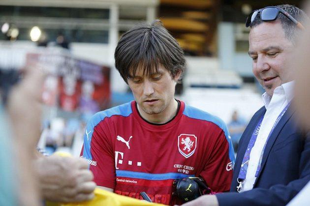 Tomáš Rosický na tréninku fotbalové reprezentace na ME ve Francii.