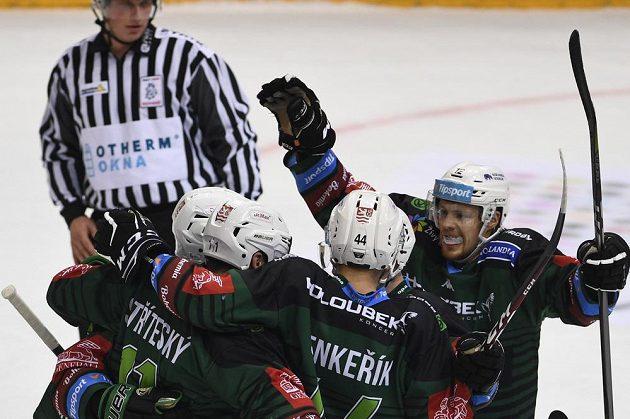 Utkání 20. kola hokejové extraligy: HC Sparta Praha - HC Energie Karlovy Vary, 23. října 2019 v Praze. Hráči Karlových Varů se radují z prvního gólu.