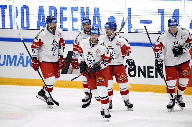 Senzace! Čeští hokejisté prohrávali na turnaji Channel One Cup s Finskem už 0:3, nakonec ale slaví výhru po nájezdech.