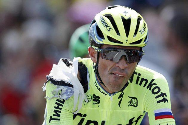 Španělský cyklista Alberto Contador dojel do cíle úvodní etapy Tour s obvázaným ramenem.