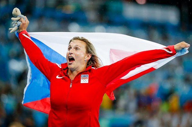 Oštěpařka Barbora špotáková slaví bronz z olympijských her v Riu.