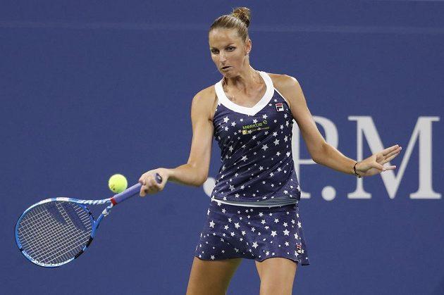 Karolína Plíšková v utkání se Sofií Keninovou.