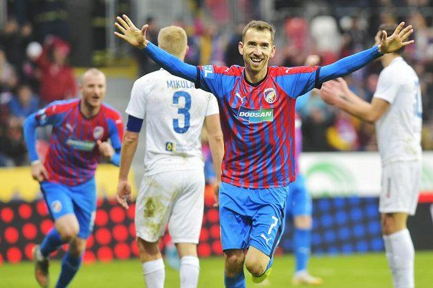 Tomáš Hořava z Plzně se raduje z gólu proti Liberci.