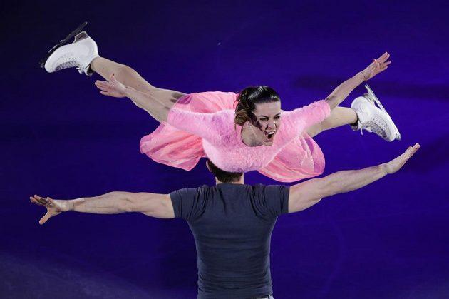Krasobruslařští Barbie a Ken. Valentina Marcheiová s partnerem z italské sportovní dvojice Ondřejem Hotárkem při exhibici.