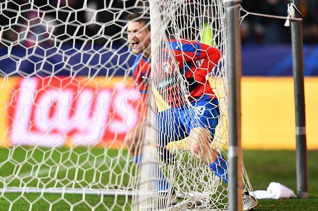 Šťastný Jan Kovařík z Viktorie Plzeň prožívá radost ze vstřeleného gólu proti AS Řím.