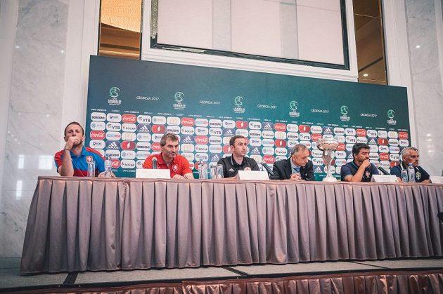 Tisková konference před zahajovacím zápasem se Švédskem.