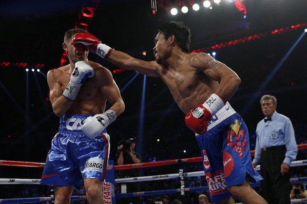 Manny Pacquiao zasazuje Američanovi Chrisovi Algierimu jeden z mnoha přesných a tvrdých úderů v duelu o pás mistra světa organizace WBO ve velterové váze.