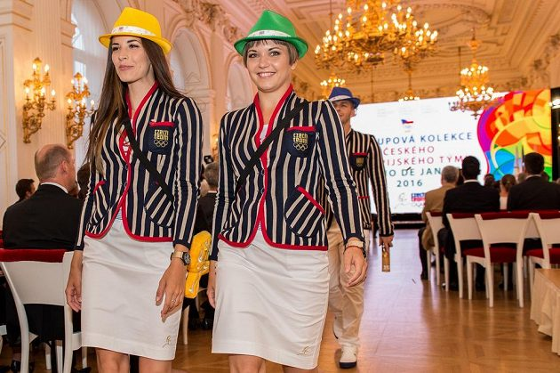 Nástupová kolekce oblečení pro LOH v Riu během nominačního pléna ČOV na Pražském hradě.