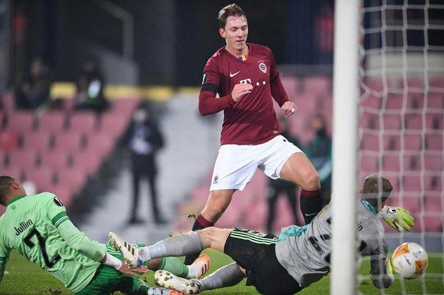 Sparťan Lukáš Juliš dává gól na 2:1 v utkání Evropské ligy s Celtikem Glasgow.