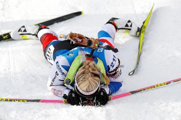 Vyčerpaná Lucie Charvátová v cíli
