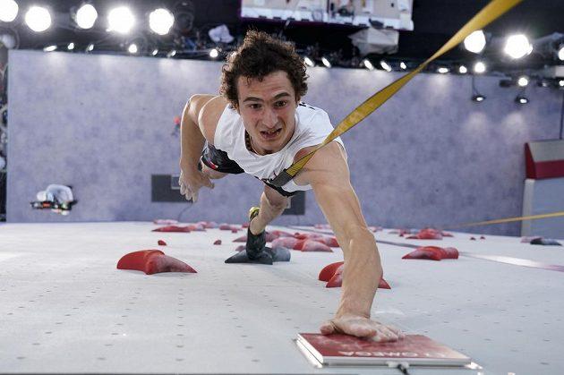 Lezec Adam Ondra v olympijském finále v disciplíně rychlost.
