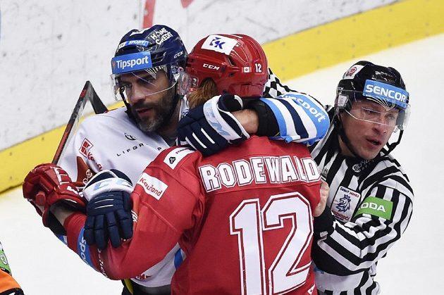 Zleva Petr Jelínek z Liberce a Wiliam Jack Rodewald z Třince.