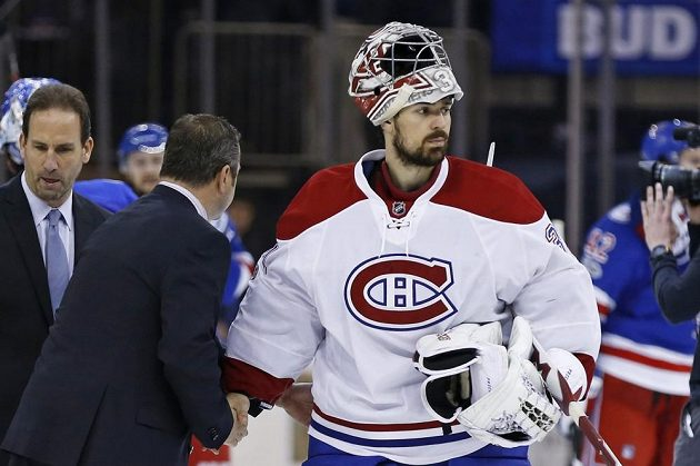 Zklamaný brankář Montrealu Carey Price po vyřazení v play off v sérii s NY Rangers.