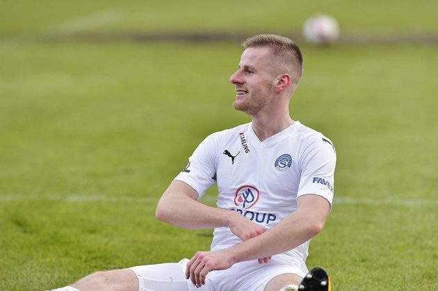 Jan Juroška ze Slovácka slaví svůj gól v Příbrami.