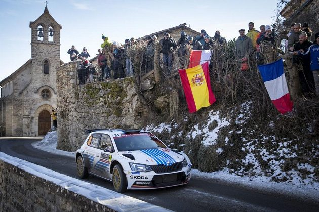 Andreas Mikkelsen se Škodou Fabia R5 na trati Rallye Monte Carlo.