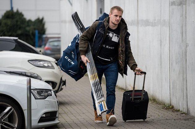 Obránce Jakub Jeřábek míří na reprezentační sraz v pražských Letňanech.