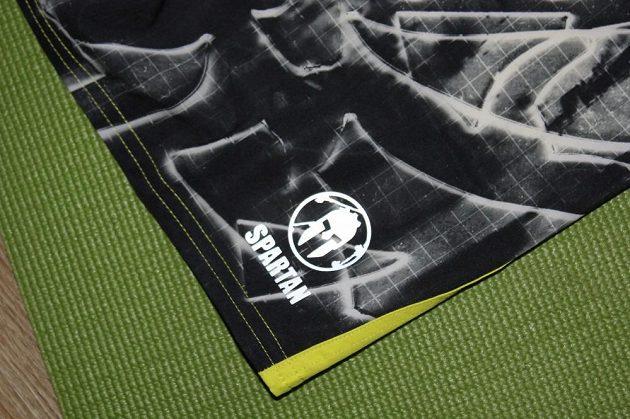 Kraťasy Spartan Pro Mud Short: Reflexní znak nejznámějších bahenních závodů.