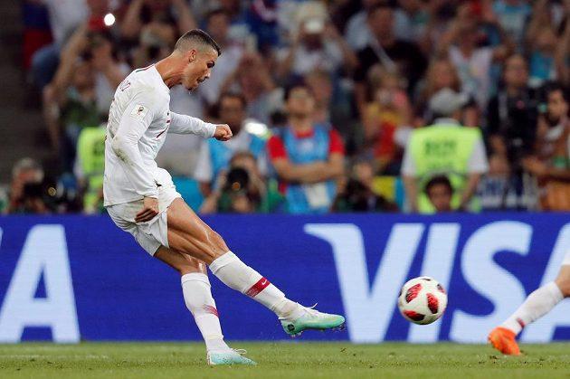 Vypracované tělo Portugalce Cristiana Ronalda obdivují fanynky na celém světě, všímají si jej i televizní kamery na mistrovství světa v Rusku.
