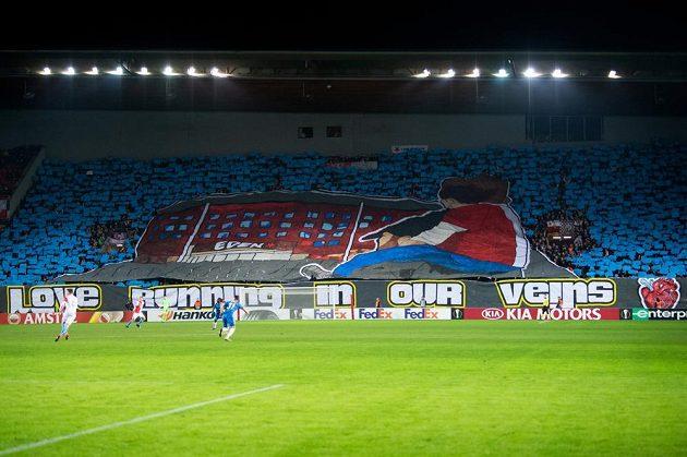 Choreo fanoušků Slavie Praha během utkání Evropské ligy z Genkem.