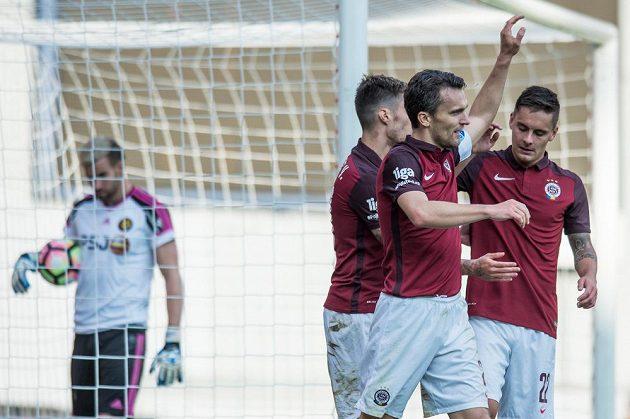 David Lafata oslavuje gól na 3:0 proti Jihlavě.