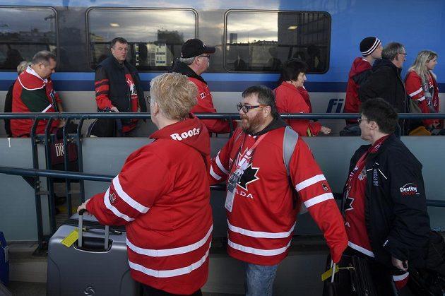 Hurá do Ostravy. Kanadští hokejoví fanoušci odjížděli 26. prosince na mistrovství světa juniorů v hokeji.