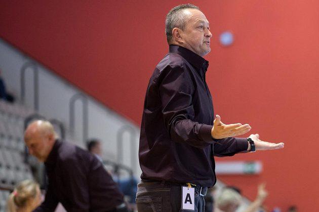 Trenér českých házenkářek Jan Bašný během kvalifikačního utkání s Itálií.