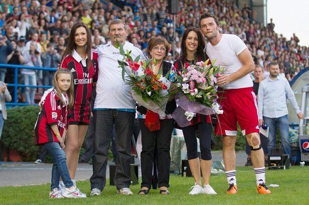 Zprava Marek Jankulovski, jeho manželka, rodiče a dcery.