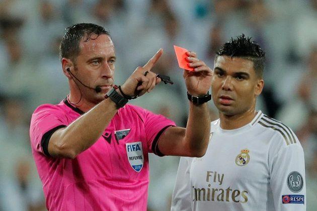 Rozhodčí Artur Soares Dias zrušil v utkání Ligy mistrů červenou kartu, kterou udělil branáři Realu Thibautu Courtoisovi.