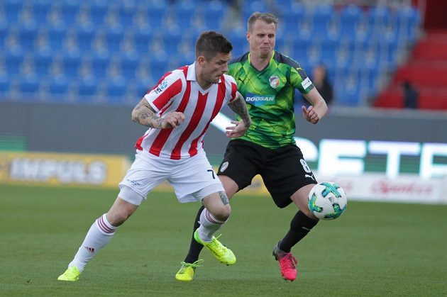 Zleva Martin Fillo z Baníku Ostrava a David Limberský z Plzně.