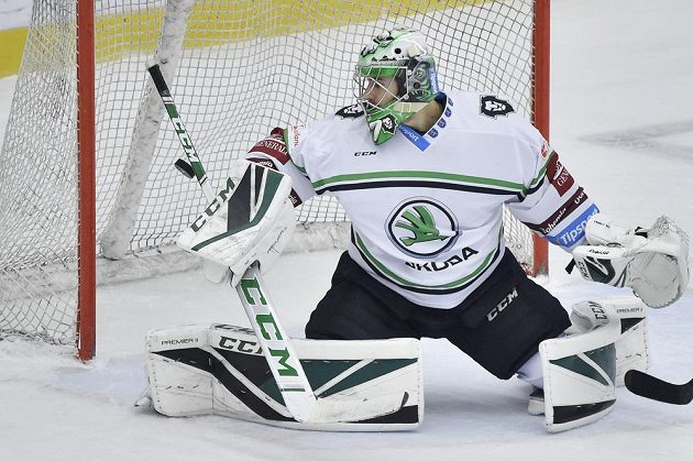Brankář Mladé Boleslavi Gašper Krošelj inkasuje čtvrtý gól.