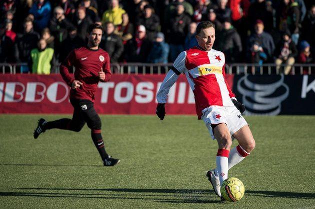 Martin Miller ze Slavie během tradičního Silvestrovského derby internacionálů.