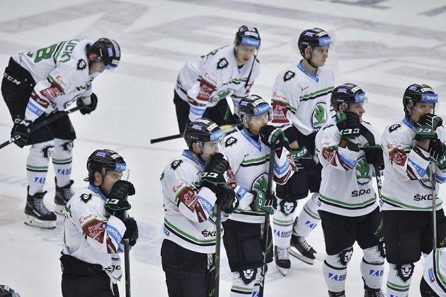 Hokejisté Mladé Boleslavi po prohraném utkání.