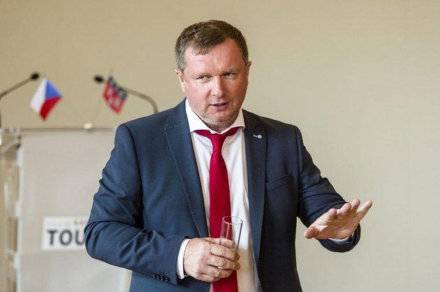 Reprezentační trenér Pavel Vrba na radnici v Tours.