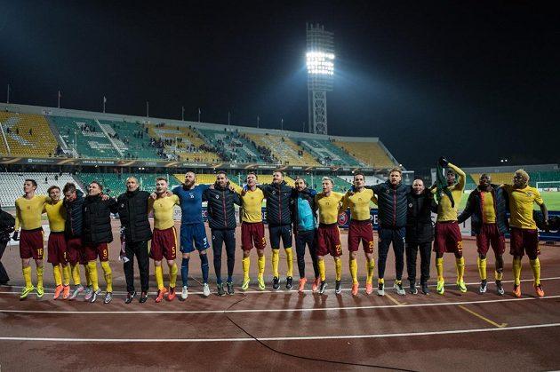 Fotbalisté Sparty Praha oslavují postup do osmifinále Evropské ligy přes Krasnodar.