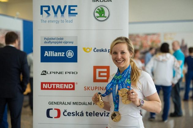 Tereza Kmochová se sbírkou pěti zlatých z deaflympiády.