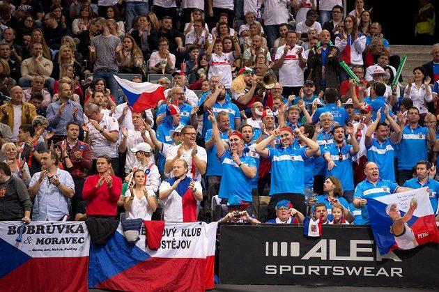 Fanoušci během prvního zápase Petry Kvitové s Anastasijou Pavljučenkovou ve finále Fed Cupu 2015 v Praze.