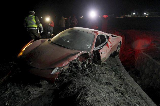 """Náraz """"odskákala"""" hlavně levá část Vidalova Ferrari."""