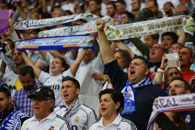 Fanoušci Realu Madrid oslavují během prvního semifinále Ligy mistrů.