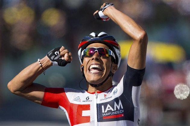 Kolumbijec Jarlinson Pantano jako vítěz v cíli 15. etapy Tour de France.
