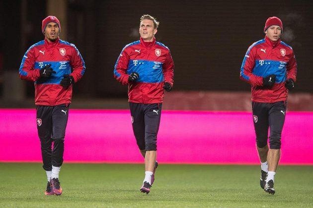 Theodor Gebre Selassie (vlevo), Bořek Dočkal (uprostřed) a Marek Suchý během tréninku národního týmu.