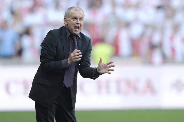 Gestikulující trenér Sparty Petr Rada.